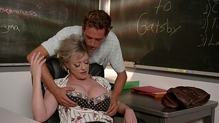 Curvy MILF Dee Williams moans measurement getting fucked by a stud