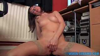 Cock hungry solitary girl Cindy Reed enjoys fingering her pussy in the office