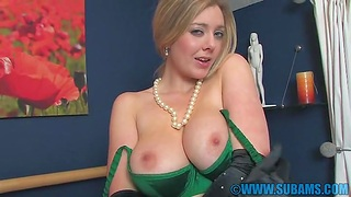 Amateur video of busty wife Sapphire Blue effectuation apropos will not hear of cunt