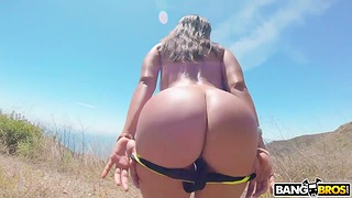 Sex voyage with busty and bootyful incise from Cuba Luna Star