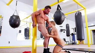 Aroused woman gets the dick in the boxing blast